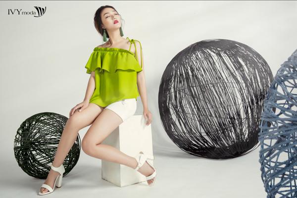 Ngoài ra ,IVY MoDa cũng có những chiếc áo với thiết kế nữa tính và gam màu nổi bật trong bộ swuu tập này