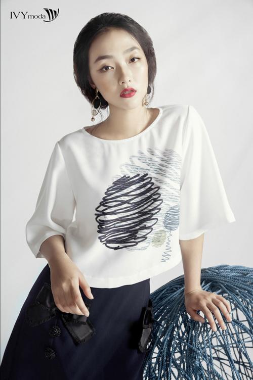 trong bộ sưu tập này IVY cũng ưu ái các trang phục có thiết kế đơn giản ,fgam màu trẻ trung và quyến rũ