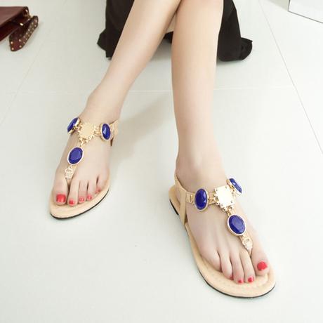 Sandal hoặc dép xỏ ngón