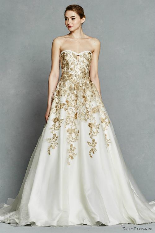 Váy cưới với họa tiết ánh vàng làm tôn lên sự sang trọng và quý phái của chiếc váy cưới