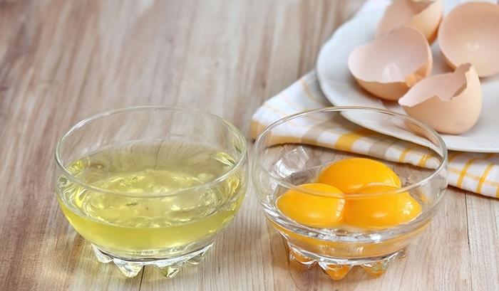 Đắp mặt nạ lòng trắng trứng giúp giảm bớt cằm nọng