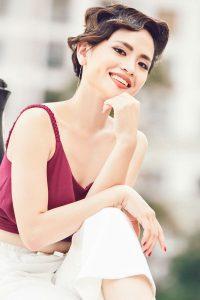 thúy an cười rạng rỡ xinh đẹp