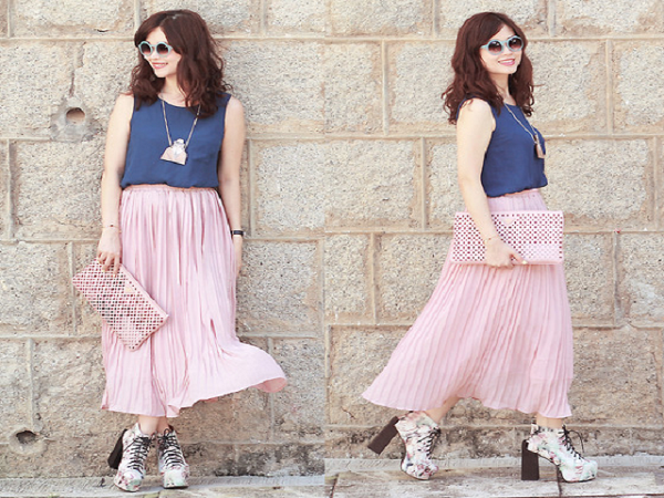 Mách chị em chân váy hồng kết hợp với áo màu gì?