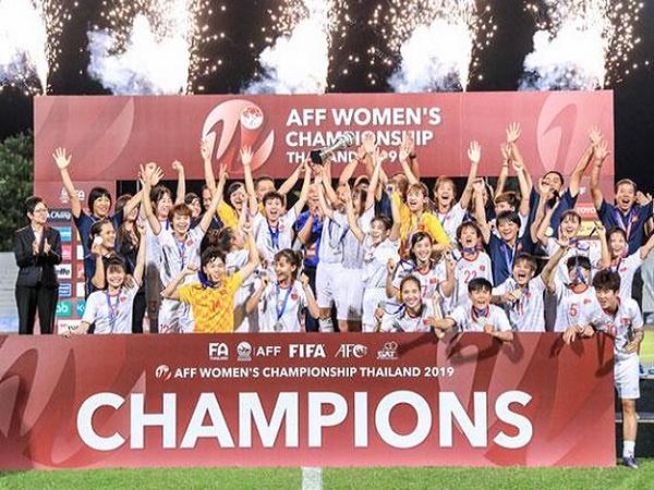 Thắng nghẹt thở Thái Lan, nữ Việt Nam vô địch AFF Cup 2019
