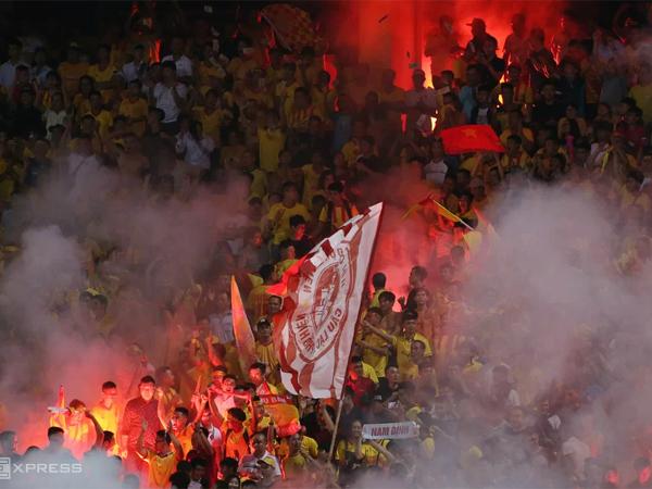 Pháo sáng - vấn nạn có thể kéo lùi nền bóng đá Việt Nam
