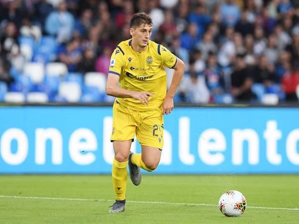 Chuyển nhượng tối 18/3: Hellas Verona chốt giá bán trung vệ 20 tuổi cho MU