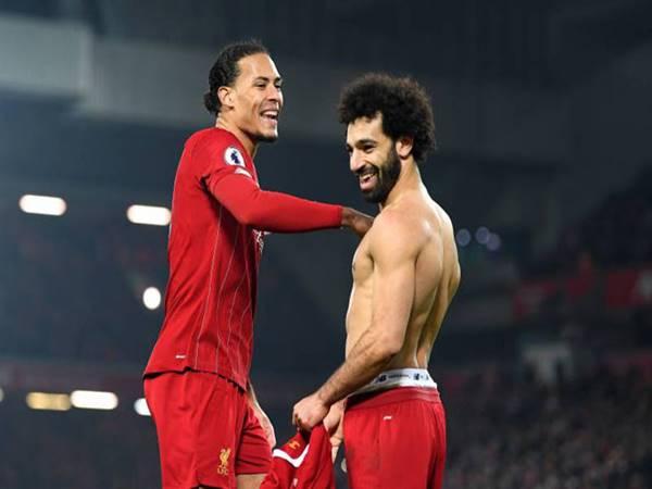 Liverpool chưa vô địch đã có sẵn tên trên Cúp