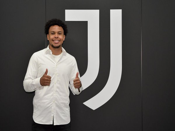 Chuyển nhượng tối 30/8: Juventus có tân binh đầu tiên dưới thời HLV Pirlo