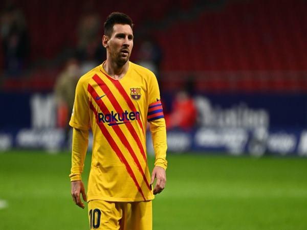 """Koeman đang """"giáng cú tát"""" vào Lionel Messi?"""