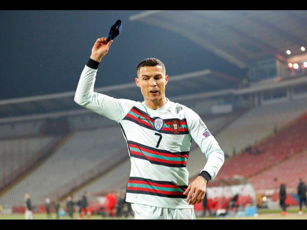 Tin thể thao tối 29/3: Ronaldo nhận gạch đá vì ném băng đội trưởng